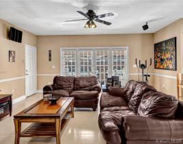 Дом за 963 714 евро в Майами, США