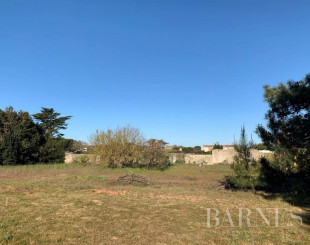 Land for 1 165 000 euro in France