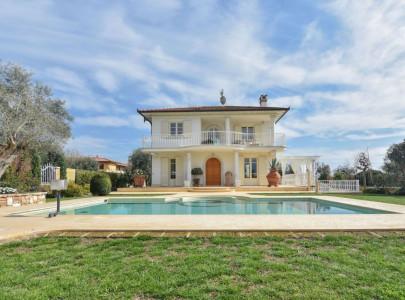 Недвижимость за рубежом италия сколько стоит 1 комнатная квартира в дубае в рублях