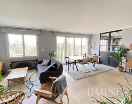 Самая дешевая квартира во франции 9 марта дубай