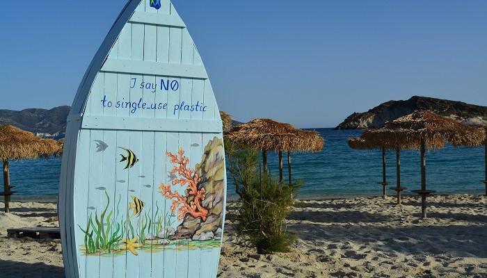 Греческий остров устанавливает оригинальные библиотеки на пляжах
