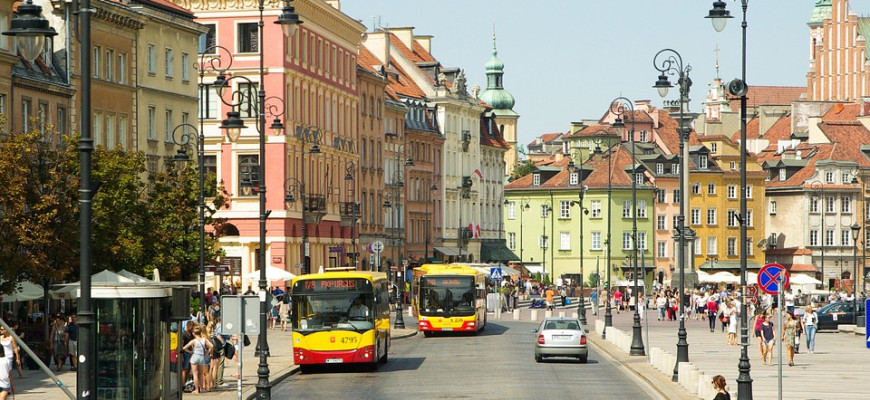 Сколько стоит жить в польше коммерческая недвижимость в португалии
