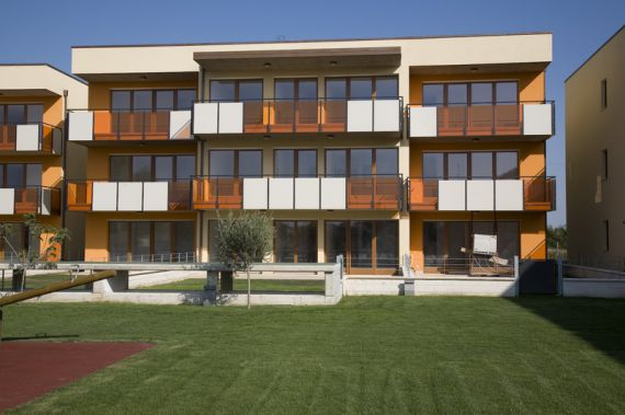 Appartamenti in vendita a Lago di Garda in un complesso residenziale di lusso vicino al mare
