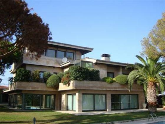 Недвижимость в испании в кастельдефельс