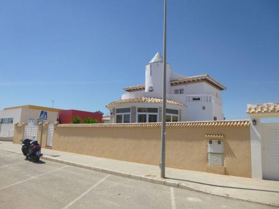 Вилла в Торревьехе, Испания, 260 м2 - фото 1