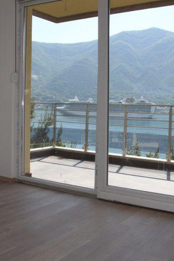 Квартира в Доброте, Черногория, 108 м2 - фото 10