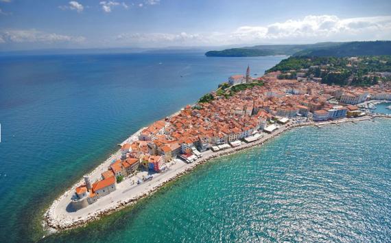 Отель, гостиница в Портороже, Словения, 18000 м2 - фото 1