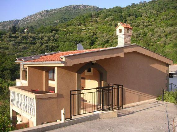 Дом в Лепетани, Черногория, 300 м2 - фото 1