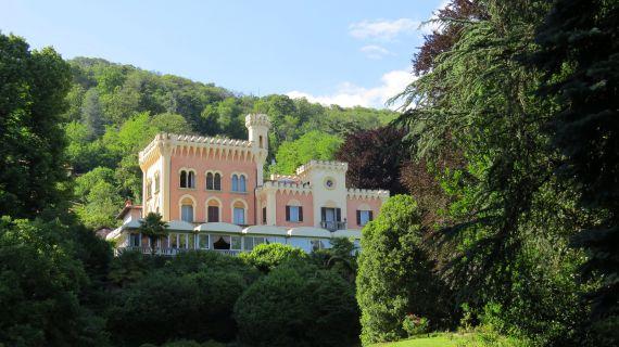 Замок в Милане, Италия, 16000 м2 - фото 1