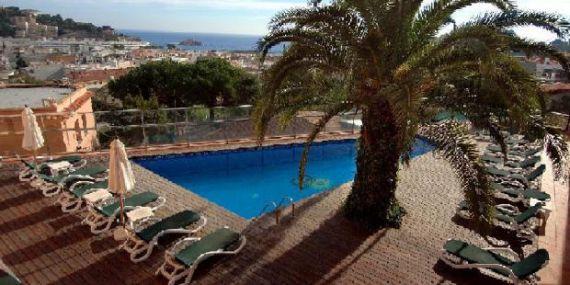Отель, гостиница в Тосса-де-Мар, Испания, 2417 м2 - фото 1