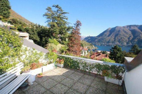 Апартаменты у озера Комо, Италия, 240 м2 - фото 1