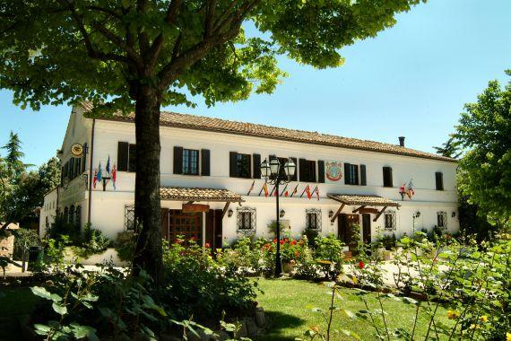 Отель, гостиница в Асколи Пичено, Италия, 1156 м2 - фото 1