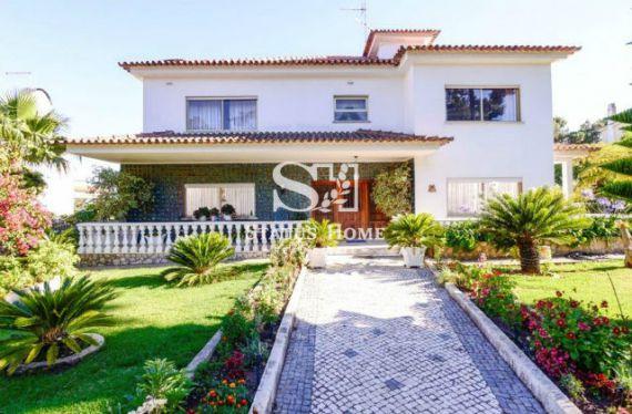 Вилла в Эшториле, Португалия, 475 м2 - фото 1