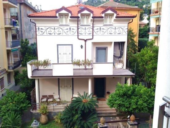 Luxury property in Alassio on the sea shore
