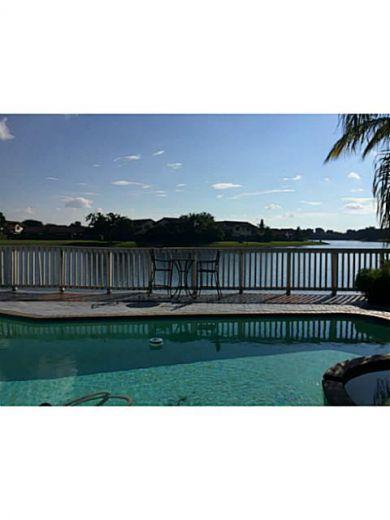 Дом в Майами, США, 500 м2 - фото 1