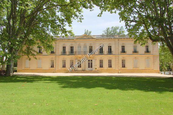 Замок в Экс-ан-Прованс, Франция, 240000 м2 - фото 1