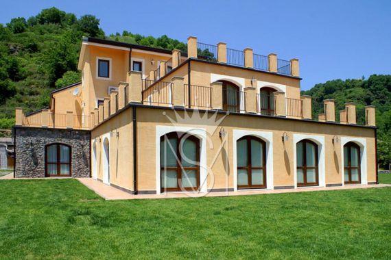 Villas in Catania Price