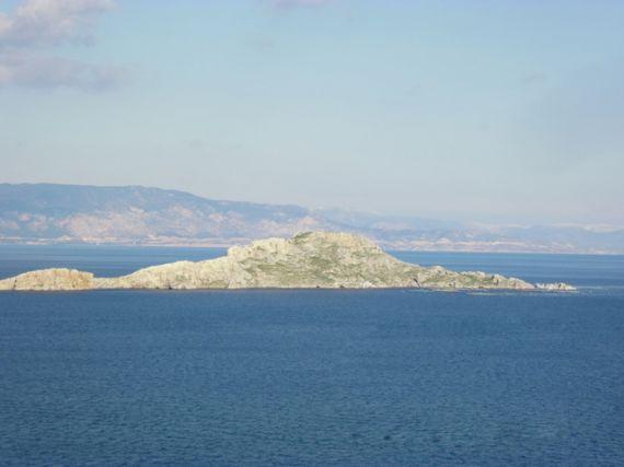 Остров в Коринфе, Греция, 165000 м2 - фото 1
