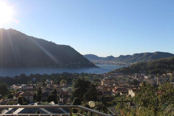 Вилла у озера Комо, Италия, 750 м2 - фото 1