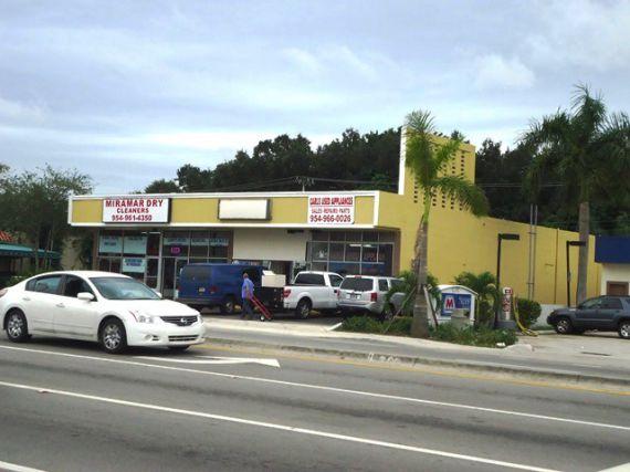 Коммерческая недвижимость в Майами, США, 620 м2 - фото 1