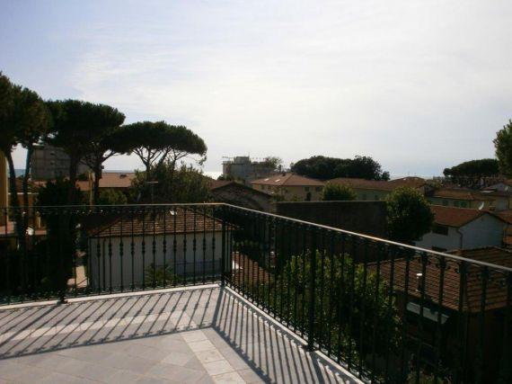 Апартаменты в Марина ди Пьетрасанта, Италия, 100 м2 - фото 1