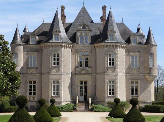 Замок в землях Луары, Франция, 900 м2 - фото 1