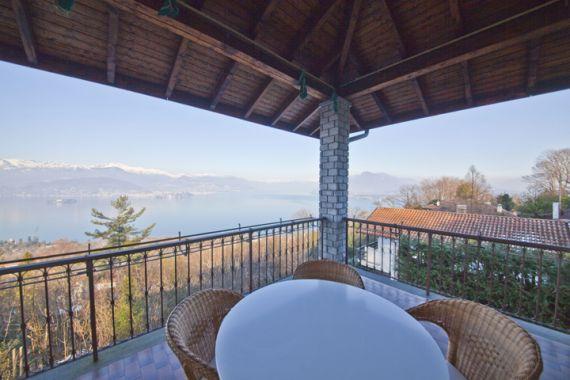Вилла у озера Маджоре, Италия, 380 м2 - фото 1