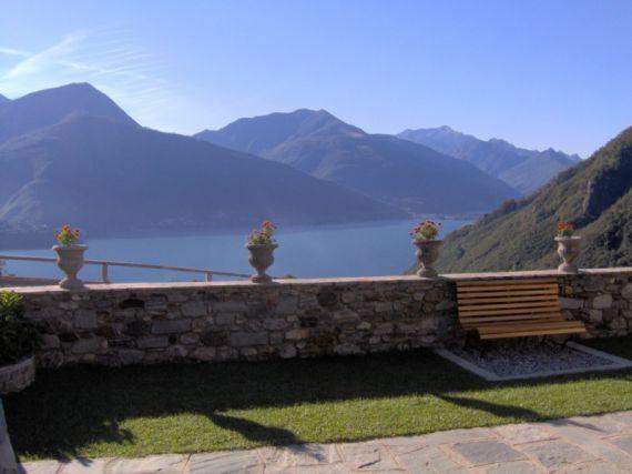 Вилла у озера Комо, Италия, 370 м2 - фото 1