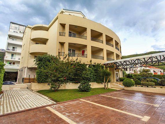 Отель, гостиница в Будве, Черногория, 1450 м2 - фото 1