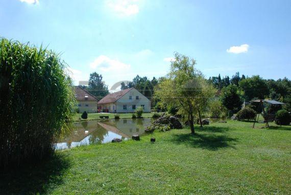 Отель, гостиница в Ческе-Будеёвице, Чехия, 1247 м2 - фото 1