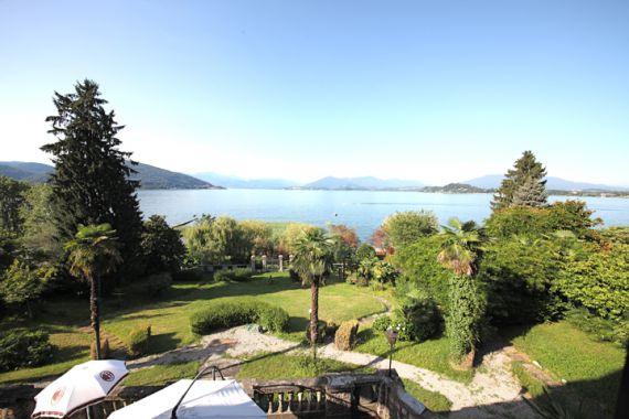 Вилла у озера Маджоре, Италия, 850 м2 - фото 1
