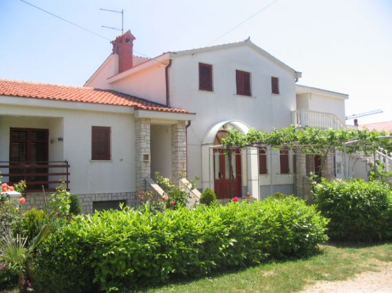 Дом в Пуле, Хорватия, 2300 м2 - фото 1
