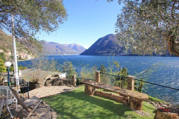Вилла у озера Комо, Италия, 5000 м2 - фото 1