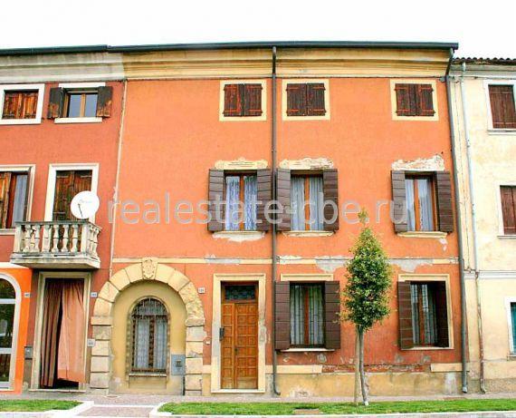Вилла в Вероне, Италия, 700 м2 - фото 1