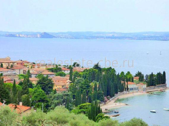 Вилла у озера Гарда, Италия, 240 м2 - фото 1