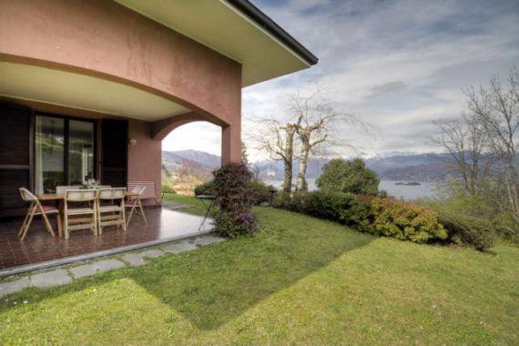 Вилла у озера Маджоре, Италия, 2000 м2 - фото 1