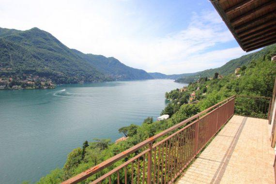 Вилла у озера Комо, Италия, 240 м2 - фото 1