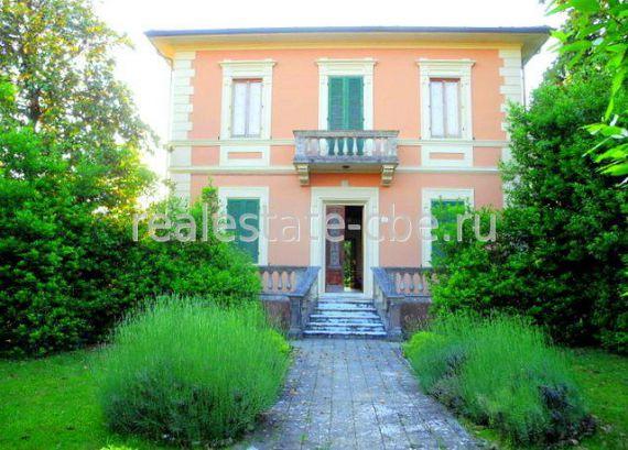Вилла в Камайоре, Италия, 2500 м2 - фото 1