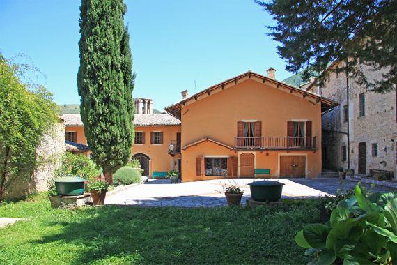Коттедж в Умбрии, Италия, 1000 м2 - фото 1