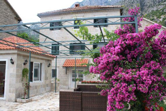 Дом в Которе, Черногория, 300 м2 - фото 1