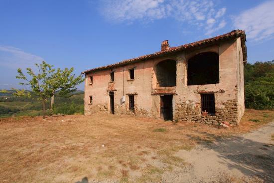 Коттедж в Пьемонте, Италия, 10500 м2 - фото 1