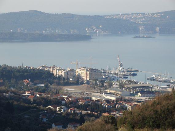 Земля в Тивате, Черногория, 2000 м2 - фото 1