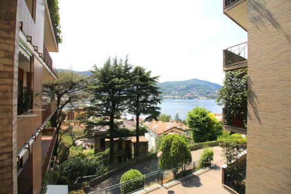 Апартаменты у озера Комо, Италия, 165 м2 - фото 1