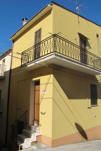 Дом в Абруццо, Италия, 70 м2 - фото 1