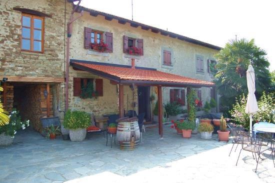 Коттедж в Пьемонте, Италия, 400 м2 - фото 1