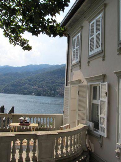 Вилла у озера Комо, Италия, 1500 м2 - фото 1