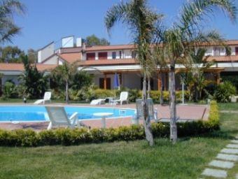 Отель, гостиница Калабрия, Италия, 609 м2 - фото 1