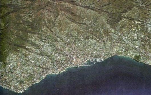 Коммерческая недвижимость в Сан-Ремо, Италия - фото 1