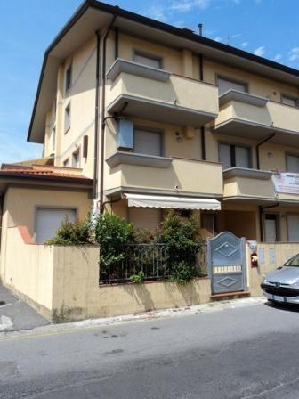 Квартира в Виареджо, Италия, 85 м2 - фото 1