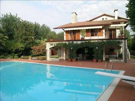 Вилла у озера Гарда, Италия, 220 м2 - фото 1
